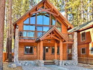 5BR/4BA Tahoe Luxury Rental, Prime Location, Steps away from the Lake & Beach, South Lake Tahoe