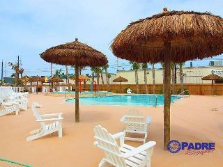 Come enjoy the saltwater pool, kid's pool, playground and free Wifi!!!, Corpus Christi