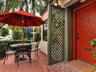Ruby Avenue. - Quaint & Charming 3BR / 2BA Balboa Island Cottage, Newport Beach