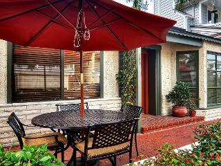 AFFORDABLE Quaint Cottage located on Balboa Island in Newport Beach w. Garage