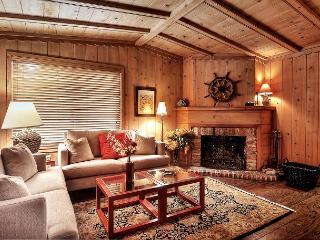 AFFORDABLE Quaint Cottage located on Balboa Island in Newport Beach w. Garage