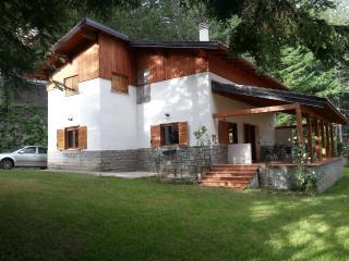 Villa nella Sila a Lorica sul lago Arvo.