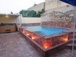 Holiday Villa in Marsascala with Pool & Jacuzzi, Marsaskala