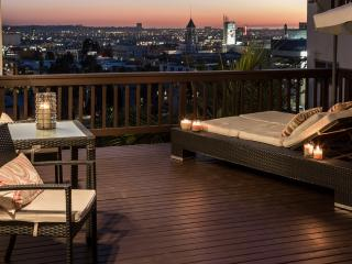 Beautiful Hollywood Villa with Incredible City Views, Hot Tub and Luxury Patio
