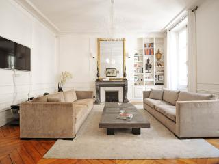 Luxury Apartment at La Madeleine with nice Terrace, Paris