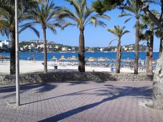 Apartment in first line of beach, Santa Ponsa