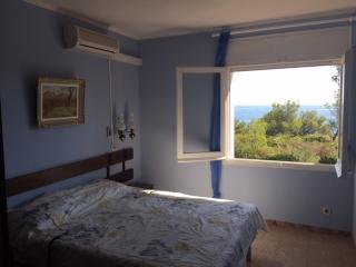 Dormitorio Principal con camas articuladas de látex y Aire Acondicionado.