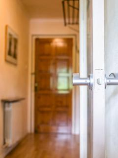 Secure front door locks behind you, so no need for a check out time if guests have an early flight