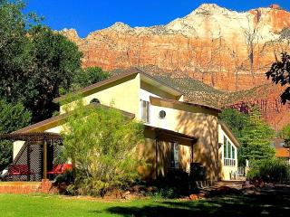 6 BR Villa Downtown in Springdale UT SW of Zion Nat Park Sleeps 14 free parking