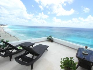 Ocean Front Penthouse 3000 updated Oct '14, Cancún