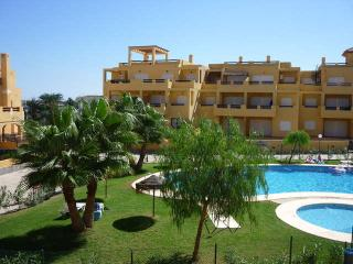 Spacious Apartment aircon /wifi gated complex,sea, Vera
