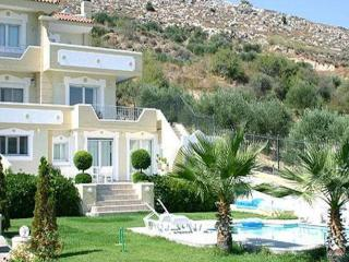 Aris Palace 300m² Villa Prive Pool Family Quiet, Karteros