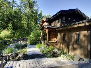 Secluded home w/Columbia &  Multnomah Falls views! Hot tub!