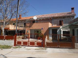 HOUSE ROMANO, Peruski