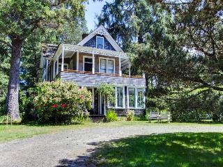 Historic home near beach and golf, on an acre of meadow!, Gearhart