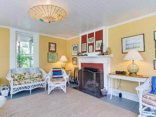 Historic dog-friendly home near beach and golf and on an acre of meadow!