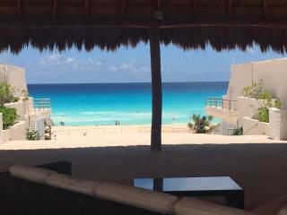 Nice 1 bed condo  in Playa Marlin in beach complex, Cancun