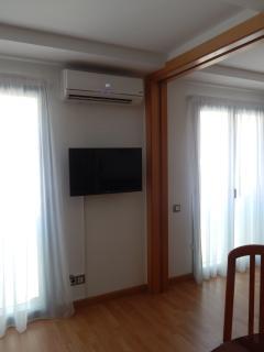 Vista Salón - Aire acondicionado y televisor 32