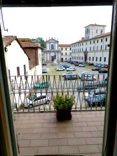 Vista sulla meravigliosa Piazza Ghislieri e il suo antico Collegio.