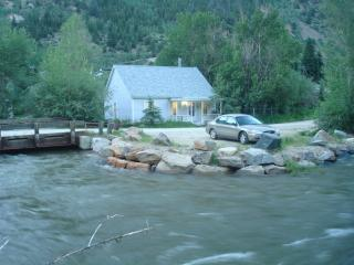 LITTLE COTTAGE ON CLEAR CREEK BY LOVELAND SKI RESORT IN HISTORIC SILVER PLUME
