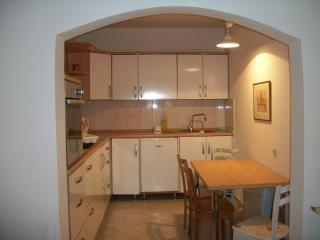 Two-bedroom apartment near to the sea, Murter