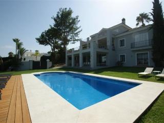 Villa with garden,pool Nueva a, Puerto Banús