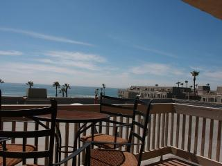 Upgraded Family Beach Condo with All the Amenities, Oceanside