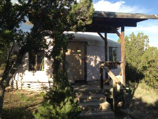 MoonFlower Casitas and Retreat- Yurt, Estancia