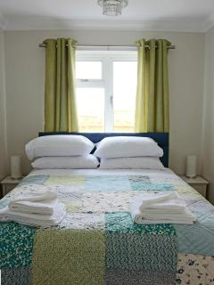 Kingsize  Bed with en suite shower room