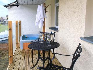 HERDWICK, en-suite, hot tub, woodburner, WiFi, flexible sleeping, Torver, Ref