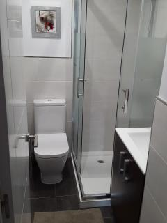 Ensuite toilet to 3rd bedroom