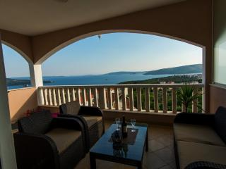 4 star studio with stunning sea view, Seget Vranjica