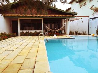 Casa grande com piscina / Huge house with pool, Lauro de Freitas