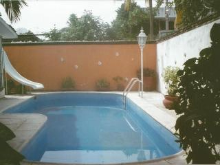Casa con piscina y jardin a 10 min de la playa, Zihuatanejo
