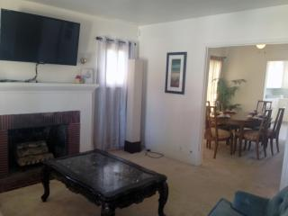 Santa Monica Quiet 3BD & 2BA House Large Backyard