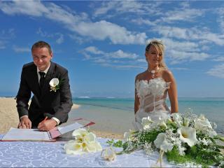 Beach weddings at 5-star beach villa Riambelle.
