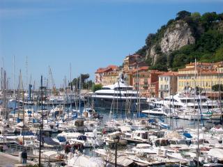 Beau studio au port de Nice !, Contes