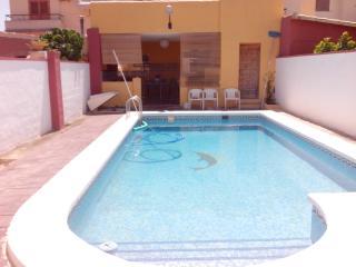 bungalow con patios y piscina privada, 250 mts., Campello