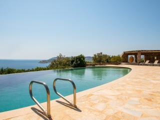 Elegant villa in Lia-stunning views-walking distance to three gorgeous beaches