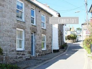 Cobbles Loft - a minute from the harbour & beach, Mousehole