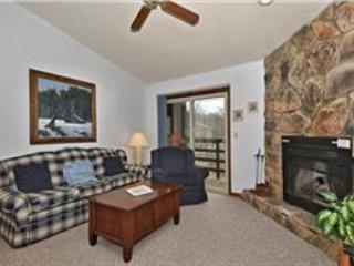 """Bear's Den"" condo is just steps away from the Timberline ski lift and lodge., Davis"