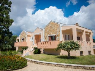 Leone Luxury Villa Yiota with 4 bedrooms and private pool