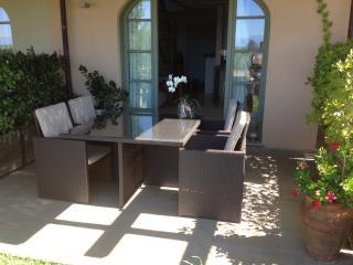 Casa nel Golf Barolo, Novello