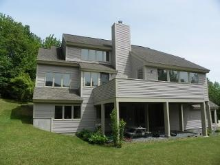Waterville Valley Vacation Condo with large yard