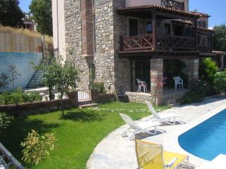 Gumusluk Sea View Garden Flat with Private Pool