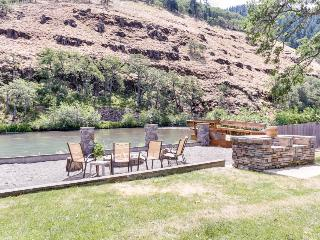 Dog-friendly riverfront suite w/shared deck space, fire pit & amazing location!