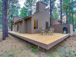 Renovated cabin w/ private hot tub, entertainment & SHARC access!, Sunriver