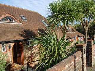 Luxury Hobbity Weekend B&B, 3 rooms - sleeps 6, Hove