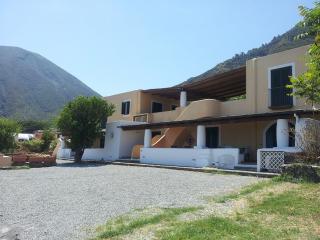 La Casetta del Palmento - Casa Eoliana con ampio terrazzo, giardino e vista mare, Malfa