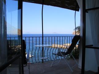 Casa Sul Mare - confortevole casa a pochi passi dal mare, porto di Scalo Malfa